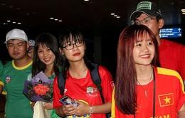Fan nữ bủa vây ĐT Việt Nam tại Cần Thơ