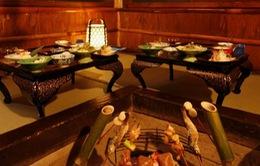 Thưởng thức bữa tối bên lò sưởi tại suối nước nóng Yunishigawa - Nhật Bản