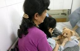 Quảng Ninh: Học sinh lớp 4 bị bạn phi bút trúng mắt