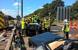 Xe sang của sao Ngoại hạng Anh nát bét sau tai nạn kinh hoàng