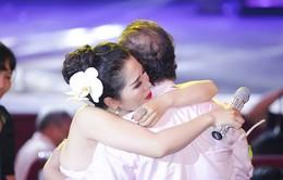 Minh Trang Ly Ly khóc trong liveshow khi hát ca khúc về cha