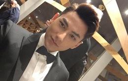 Isaac điển trai sải bước trên thảm đỏ Liên hoan phim Busan