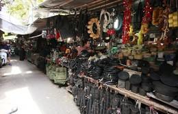 """Thu giữ hàng ngàn phụ tùng ô tô cũ tại chợ """"Trời"""" Hà Nội"""