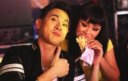Phương Thanh tranh phần bánh mì với Nguyên Vũ ở Sài Gòn đêm thứ 7
