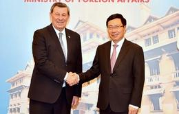 Phó Thủ tướng Phạm Bình Minh tiếp Bộ trưởng Ngoại giao Đông Uruguay
