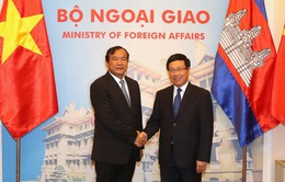 Phó Thủ tướng Phạm Bình Minh hội đàm với Bộ trưởng Cao cấp Campuchia