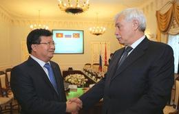 Phó Thủ tướng Trịnh Đình Dũng gặp Thống đốc thành phố Saint Petersburg