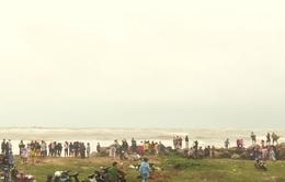 Phú Yên: Tìm kiếm và ứng cứu 4 ngư dân bị trôi dạt trên cửa biển