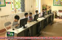 Quỹ Tấm lòng Việt tặng 10 bộ máy tính cho trường Tiểu học Xuân Lũng, Phú Thọ