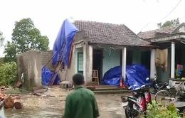 Lốc xoáy quét qua, 32 căn nhà ở Quảng Bình tốc mái