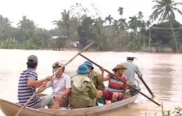 Nước lũ lên cao bao vây nhiều nơi ở Quảng Ngãi
