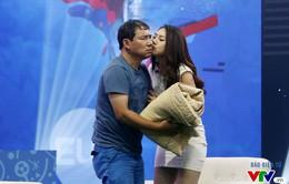 Nóng cùng EURO 2016: NSƯT Quang Thắng được hotgirl thơm má