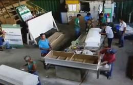 Philippines: Cai nghiện bằng cách… học đóng quan tài