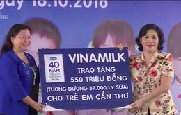Quỹ sữa Vươn cao Việt Nam trao tặng sữa cho trẻ em Cần Thơ