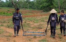Mỹ cam kết viện trợ 90 triệu USD giúp Lào rà phá bom mìn