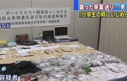 Người đàn ông Nhật gửi 500 túi rác đến các bạn học cũ để trả đũa