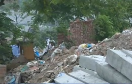 Xử lý nghiêm vi phạm đổ trộm phế thải tại đầm Hồng (Hà Nội)