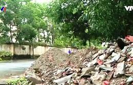 Đường phố ở Huế ngập rác thải xây dựng