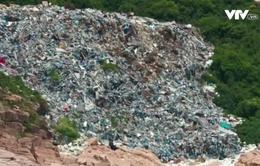 """Bãi biển Hong Kong (Trung Quốc) ngập trong """"núi rác"""""""