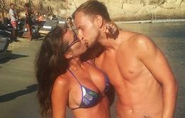 Rakitic lãng mạn bên bà xã nóng bỏng trên bãi biển Hy Lạp