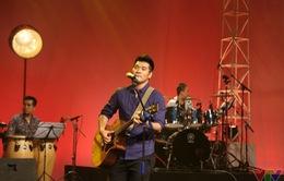 Tạ Quang Thắng phiêu hết mình trong Nghệ sĩ tháng