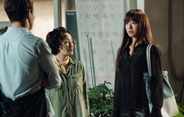 Phim Doctors quá hot, túi của Park Shin Hye bán siêu chạy