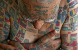 Cụ già Ấn Độ khoe 500 hình xăm trên cơ thể