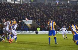 Mata lập siêu phẩm sút phạt khiến thủ môn Shrewsbury đứng chôn chân