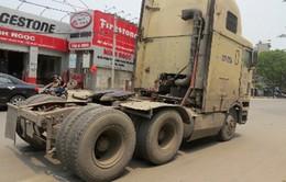 Xe container tuột rơ-moóc cuốn chết 1 phụ nữ