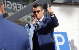 Ronaldo bảnh bao hút fan chủ nhà EURO 2016