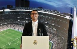 """Kí hợp đồng """"chung thân"""" với Nike, Ronaldo thu về khoản tiền khổng lồ !!!"""