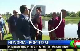 C.Ronaldo nổi điên, thẳng tay ném micro của phóng viên