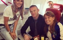 Rooney bay tới Ibiza cùng vợ giải sầu EURO 2016