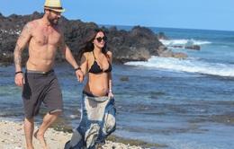 Megan Fox gợi cảm khoe bụng bầu bên chồng cũ ở Hawaii