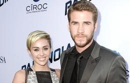 """Miley Cyrus vẫn yêu """"tình cũ"""" sâu đậm"""
