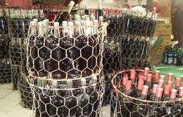 Rượu giả - thủ phạm của hàng trăm vụ ngộ độc rượu mỗi năm