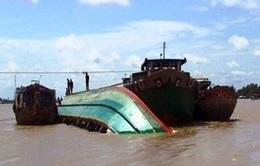 Bình Định: Cảng cá Đề Gi bị ách tắc vì sà lan chìm