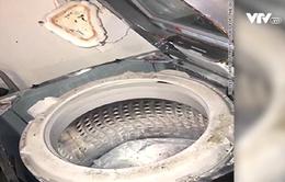 Máy giặt bốc cháy, khách hàng đâm đơn kiện Samsung