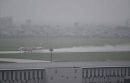 Mưa lớn, hơn 10 chuyến bay không thể hạ cánh xuống Tân Sơn Nhất