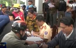 Công an Quảng Trị giúp dân làm thủ tục sang tên đổi chủ xe máy