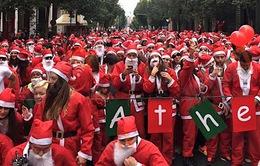 Mặc quần áo ông già Noel, chạy thi quãng đường 2,5km