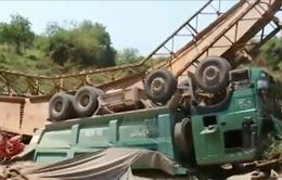 Liên tiếp xảy ra các vụ sập cầu do xe quá tải