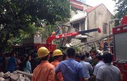 Dân gói ghém đồ đạc, khẩn trương di dời sau vụ sập nhà trên phố Cửa Bắc