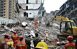 Bé gái may mắn sống sót trong vụ sập nhà tại Trung Quốc