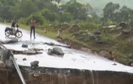 Hà Giang: Sạt lở đường do ảnh hưởng bão số 1, giao thông đình trệ