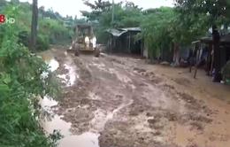 Hỗ trợ di dời khẩn cấp các hộ dân ra khỏi vùng có nguy cơ sạt lở cao
