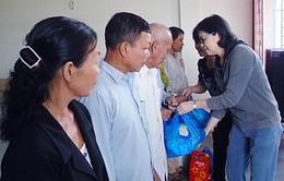 Trao quà hỗ trợ cho người nghèo, gặp khó khăn tại Hậu Giang