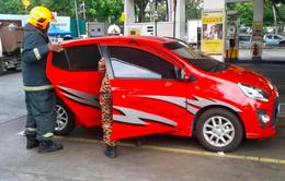 Malaysia: Bỏng nặng vì dùng điện thoại trong lúc bơm xăng