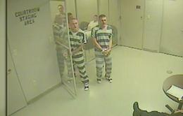 Tù nhân phá cửa buồng giam... cứu quản giáo bị đau tim