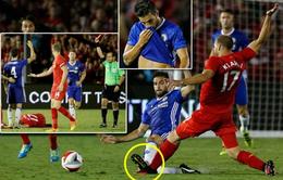 Cận cảnh pha vào bóng rợn người của Fabregas với hậu vệ Liverpool